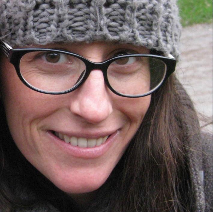 Anna briand est chargé ede diffusion de la compagnie equinote pour le spectacle Face cachée.