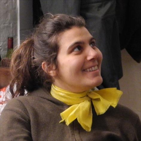 Cecile Robin est une artiste du spectacle de la compagnie equinote Face cachée